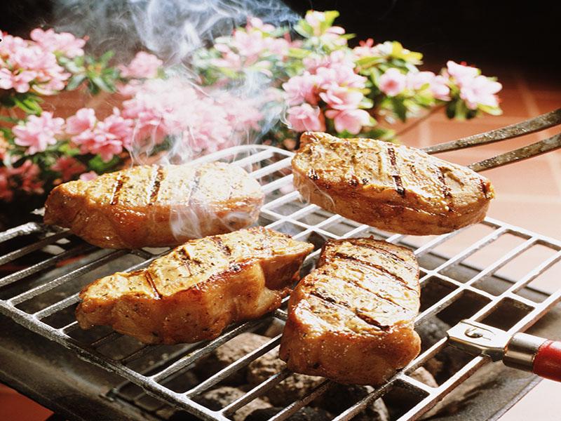 焼き肉や燻製肉で乳がん後の生存率低下かのイメージ